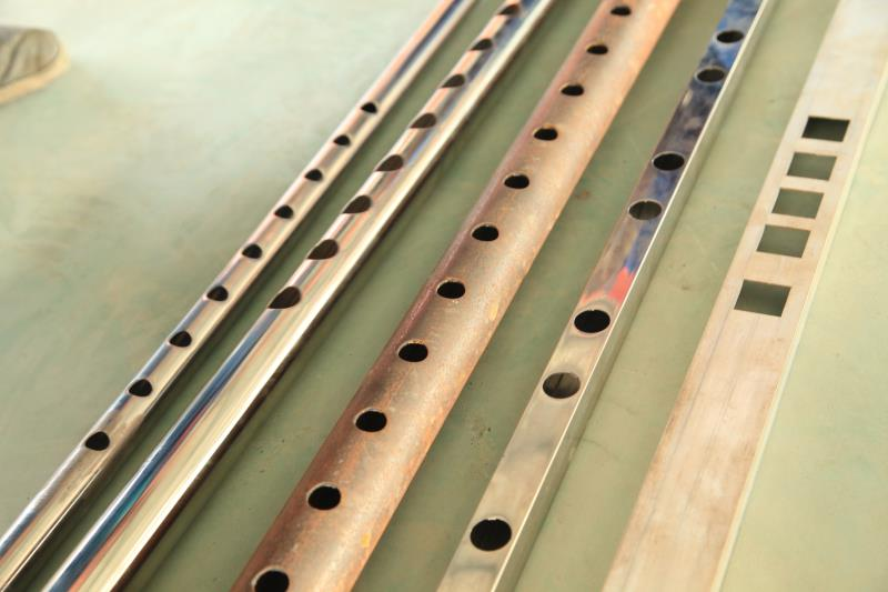 不锈钢管冲孔机为什么也生锈呢